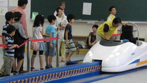 企業E_学研_リニアモーターカーに乗ってみよう!